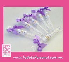 Burbujeros para boda en forma de tubos de 10 cms, con etiqueta personalizadas y moño lila ($9.00 c/u) compra mínima 12 piezas