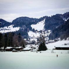 Ich war eine Runde beim Langlaufen und bin dabei in Sachrang vorbeikommen. Nettes Bergdorf viele kleine Skilifte für Kinder etliche Kilometer Loipen für Langlauf Rodelhänge und vieles mehr. Ich glaube hier oben findet jeder seinen Wintersport... #sachrang #chiemgau #chiemgaualps #chiemgaueralpen #alpen #igersgermany #ig_europe #instatravel #igtravel #bestgermanypics #bestofbavaria #wunderbaresbayern #deinbayern #exclusive_europe #exclusive_earth #ig_discover_germany #igersgermany…