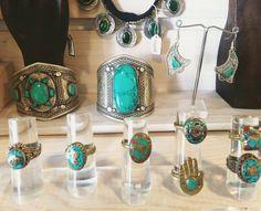 Chulisima la colección de joyería de este año. Gargantillas de monedas, brazaletes de Alpaca , anillos tibetanos y mucho mucho más!.. @Turkana_shop Bohemian soul…