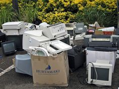 E-Waste Recycling: Families Living on Electronic 'Trash' in China Electronic Waste Recycling, E Waste Recycling, Reclaimed Building Materials, Global Warming Climate Change, What Is Urban, Reuse Recycle, Old Tv, Nova, Earth
