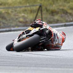 Il incline sa Moto GP à 68 degrés, nouveau record du monde