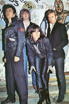 The Pretenders  www.crispyzebra.com  Yeah!! saw them 2 times. Loved Chrissie!
