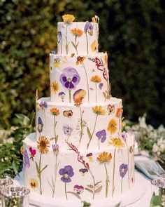 Traditional Wedding Cakes Prices round Weddingwire For Guests neither Wedding Cakes Maroon Wedding Cakes With Flowers, Cool Wedding Cakes, Flower Cakes, Gold Crown Cake Topper, Wedding Cake Prices, Traditional Wedding Cakes, Cake Pricing, Practical Wedding, Cake Trends