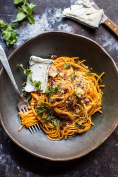 Butternut squash goat cheese pasta - 30 minutes start to finish, minimal and simple ingredients, and so delicious!