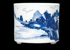 A blue and white brush pot, Kangxi period (1662-1722)