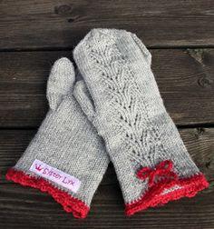 """Leva Livet Lyxigt: Syster Lyx - gloves with crochet edge (inspiration from the book """"Sticka mera"""" from Paula Hammerskog & Eva Wincent) Vilka fina julvantar - vill ha! Mittens Pattern, Knit Mittens, Knitted Gloves, Knitting Socks, Hand Knitting, Knitting Patterns, Wrist Warmers, Hand Warmers, Fingerless Mitts"""