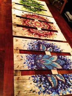 Diy painted mandala pallet for a bench Pretty painting idea for Pallets. Would look really cool for hippie boho decorations. Nice headboard or just wall art.PalletPalooza™: Finding pallets projects with a boho vibeMandalas on tiles or rocks separated an Arte Pallet, Pallet Art, Pallet Ideas, Pallet Painting, Diy Painting, Mandala Design, Arte Fashion, Deco Boheme, Mandala Painting