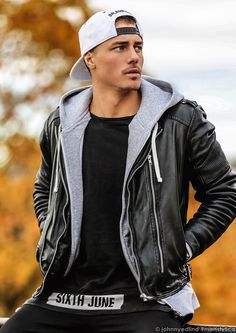poangielsku: in leather - guys + leather = style Cute Skirt Outfits, Komplette Outfits, Casual Outfits, Johnny Edlind, Poses, Stylish Men, Men Casual, Bad Boy Style, Moda Formal