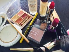 Beginners Makeup Kit Under 2500, So, You are someone who has never applied makeup before and looking for Beginners Makeup Kit? So, if you are confused about which products you should buy then read below to find out the most suitable products for your skin.