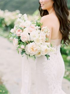 20 Mar 2020 - Every Last Blush Colored Floral is Tucked Inside This Saddlerock Ranch Affair Cheap Wedding Flowers, Winter Wedding Flowers, Floral Wedding, Gold Wedding, Dream Wedding, Table Wedding, Yellow Wedding, Luxury Wedding, Wedding Flower Arrangements