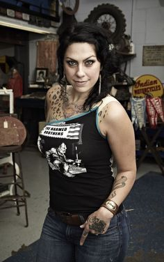 Picture: Danielle Colby Cushman in 'American Pickers.' Pic is in a photo gallery for Danielle Colby Cushman (American Pickers) featuring 8 pictures. American Pickers, Danielle Colby, Beautiful Old Woman, Pretty Woman, Stunningly Beautiful, Beautiful Ladies, Beautiful Eyes, Mundo Dos Games, Celebrity Stars