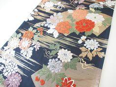 Bidding price: US $59.00 Approximately HKD 458.35  Vintage Japanese Kimono Silk Kyoto Nishijin FUKURO OBI Woven Peony, Black V413  Size:=(Length) approx. 440cm(173.2 inch)          (Wide) approx. 31cm(12.2 inch)