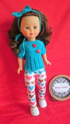 Creado por: petitsvestits@gmail.com Pram Toys, American Girl, Doll Clothes, Crochet Hats, Beret, Baby Dolls, Baby Doll Clothes, Doll Dresses, Jackets