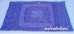 Alfombra rectángular de totora tejida al crochet