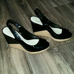 Nine West Preloved patent leather two tone wedge peep toe shoes! Very cute and comfortable to wear! Nine West Shoes Wedges