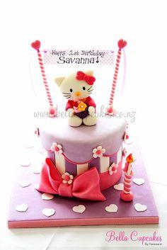 Pink & Purple Half-Striped Hearts and Flowers Hello Kitty Cake (Savanna) Torta Hello Kitty, Hello Kitty Cupcakes, Hello Kitty Birthday, Fondant Cakes, Cupcake Cakes, Rose Cupcake, Cup Cakes, Pretty Cakes, Beautiful Cakes