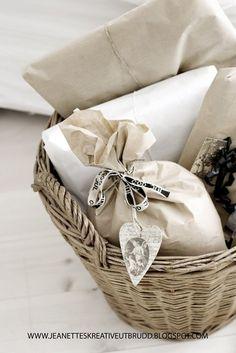 Paper wrap / basket delivery