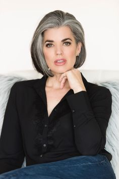 The Best Gray Hair Ideas In 2019 34 - Hairstyles for thin hair - Hair Grey Hair Inspiration, Transition To Gray Hair, Silver Grey Hair, Grey Hair Bob, Black Hair, Mom Hairstyles, Simple Hairstyles, Great Hair, Hair Highlights