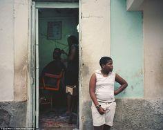 Estas imagens foram capturadas pelo fotógrafo Gina Nero, que passou um mês em Cuba, explor...