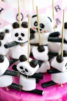 Marshmallow and licquorice panda party treats :) Panda Birthday Party, Panda Party, Birthday Treats, Birthday Parties, Cake Birthday, Snacks Für Party, Party Treats, Panda Cakes, Black Food