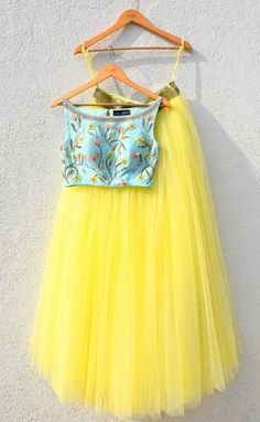Skirt Outfits Indian Crop Tops Products Best Ideas Skirt Outfits Indian Crop Tops Products Best Ideas This. Crop Top Outfits, Skirt Outfits, Casual Outfits, Indian Designer Outfits, Designer Dresses, Indian Wedding Outfits, Indian Outfits, Crop Top Elegante, Indian Crop Tops