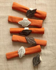 Autumn Leaves Napkin Rings - Your guests will be amazed by the adorable place settings at the dinner table this holiday. A set of six napkin rings are included in the pattern.