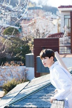 Wonwoo looks like he's interested in the way his neighbour throws out the trash. Woozi, Jeonghan, The8, Seventeen Wonwoo, Seventeen Debut, Hip Hop, Seoul, Rapper, Choi Hansol