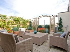 Dazzling triplex with a breathtaking view of Paris.