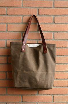 Gewachste Canvas Tasche - Tasche - Handmade gewachst Leinwand - gewachstem Canvas Bag Tote Umhängetasche - jeden Tag-Tasche - Markt - Meer Stoffbeutel - Wachs-Leinwand von Creazionidiangelina auf Etsy https://www.etsy.com/de/listing/154884158/gewachste-canvas-tasche-tasche-handmade
