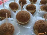 Vynikajúci variant Tiramisu na párty.<br>Je to naša najobľúbenejšia… Easy No Bake Desserts, Cookie Desserts, Sweet Desserts, Sweet Recipes, Mini Cakes, Cupcake Cakes, Yummy Treats, Yummy Food, Christmas Biscuits