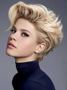Krótkie blond włosy z dłuższą grzywką
