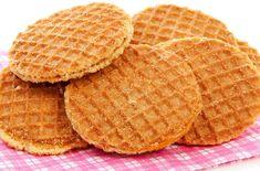 most popular food in holland Dutch Recipes, Donut Recipes, Sweet Recipes, Baking Recipes, Kid Desserts, Delicious Desserts, Yummy Food, Beignets, Haitian Food Recipes