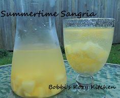 Bobbis Kozy Kitchen: Summertime Sangria #drinks #alcohol #cocktails