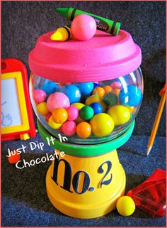 Teacher gift diy 364228688587901812 - Just Dip It In Chocolate: DIY Pencil Gumball Machine Teacher's Gift Source by Clay Pot Projects, Clay Pot Crafts, Diy Clay, Jar Crafts, Craft Projects, Clay Flower Pots, Flower Pot Crafts, Teacher Appreciation Gifts, Teacher Gifts