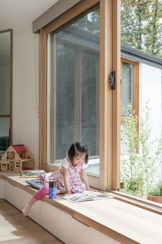 Window Seat Inbetween House by Inbetween Architecture (via Lunchbox Architect) . - Window Seat Inbetween House by Inbetween Architecture (via Lunchbox Architect) The post Window Se - Window Benches, Balcony Window, Balcony Railing, Modern Window Seat, Window Seat Cushions, Windows And Doors, Sliding Windows, Bay Windows, Bedroom Windows