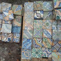 Tidying tiles just arrived  Mettendo in ordine le piastrelle appena arrivate  #tile #tiles #piastrella #piastrelle #tileaddiction #instatile #instatiles #maiolica #majolica #oldtiles #piastrelleantiche #riggiole #ihavethisthingwithfloors #tilehunter #tilesofinstagram #recuperandofortedeimarmi #ihavethisthingwithtiles #italy #italia #tuscany #toscana #vintagetiles #vintagetile #antiquetiles #ceramictile #tileporn #ceramictiles #italiantiles #majolicatiles #fortedeimarmi by recuperando.it