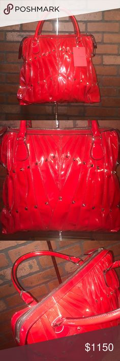 Valentino Bag Valentino for Valentines?? ❤😘 This beauty, is made of patent leather and is brand new !!! (Comes with original dust bag) Valentino Garavani Bags