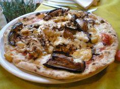 La pizza con lievito istantaneo. In questo modo anche gli intolleranti al lievito possono mangiare una bella pizza gustosa. Pizza Margherita, Pizza Girls, Vegetarian Pizza, Taco Pizza, Dessert Pizza, Pizza Restaurant, Recipe Boards, Baking, Ethnic Recipes