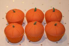 Pumpkin Cupcakes | Flickr - Photo Sharing! #cupcakes, #decorating, #thanksgiving