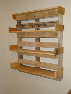 uses for old pallets (25) Two or Three of these in the office would be amazing!