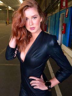 Stunning Redhead, Beautiful Red Hair, Beautiful Women Over 40, Gorgeous Redhead, Hair Color Auburn, Auburn Hair, Red Headed League, Superenge Jeans, Red Hair Woman
