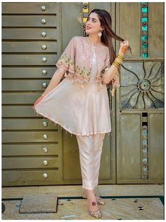 Party Wear Indian Dresses, Pakistani Fashion Party Wear, Designer Party Wear Dresses, Indian Fashion Dresses, Kurti Designs Party Wear, Dress Indian Style, Indian Designer Outfits, Pakistani Outfits, Indian Outfits