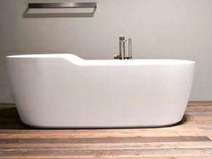 Eintauchen mit Wohlfühlgarantie. Die exklusive, freistehende #Badewanne Venezia bietet Ihnen mit der eleganten ovalen Form und den angenehm geschwungenen Armlehnen zusätzlichen Badegenuss. Die mit den Armlehnen optimal abgestimmte Rückenschräge stellt Ihnen ein grosses Raumangebot zur Verfügung. So gönnen Sie sich höchstes Wellness-Vergnügen.  http://www.baedermax.de/freistehende-badewannen/mineralguss/venezia-18.html