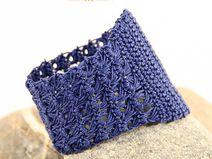 Häkelschmuck, cochet jewelry, Armband / Cuff handmade in Jeans - Blau #häkelschmuck #crochetjewelry #bracelet #cuff #armband #mudeno
