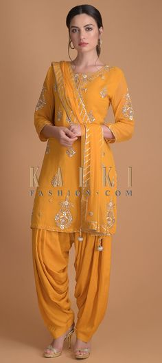 Mustard Yellow Salwar Suit With Gotta, Zardosi, Thread And Pearls In Floral Pattern Online - Kalki Fashion Patiala Salwar, Salwar Suits, Suit Fashion, Fashion Dresses, Lace Saree, Ladies Suits, Indian Look, Saree Look, Yellow Lace