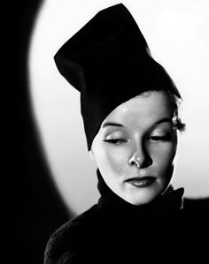 """""""She runs the gamut of emotions from A to B."""" - Dorothy Parker, speaking of Katharine Hepburn Katharine Hepburn, Classic Hollywood, Old Hollywood, Hollywood Divas, Hollywood Style, Dorothy Parker, Before Us, Best Actress, Famous Faces"""