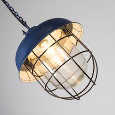 Lámpara colgante POSEIDON azul - Lámpara industrial con un toque marinero. Este modelo es perfecto para darle un toque oceánico a su hogar.