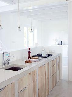 Deze keuken vind ik erg mooi Licht blad met hout, niet standaard maar we mooi, stijlvol en tijdloos