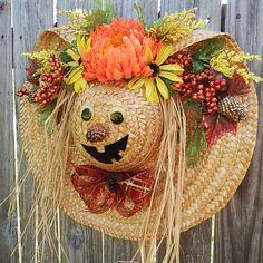 Fall wreath Autumn wreath Scarecrow wreath Halloween door hanger Pumpkin man wreath Straw hat door hanger Floral straw hat Home decor Halloween Door Wreaths, Halloween Door Hangers, Scarecrow Wreath, Scarecrow Ideas, Halloween Imagem, Fall Halloween, Halloween Crafts, Autumn Wreaths, Holiday Wreaths