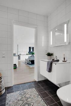 Relaxing Bathroom, Bright, Double Vanity, Bathroom Ideas, Bathtub, Cozy, Home Decor, Standing Bath, Bathtubs